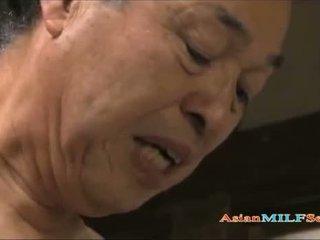 Seksowne azjatyckie mamuśka enjoys being shagged długo i ciężko