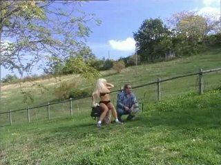 Roberto malone फक्किंग हॉट ब्लोंड आस आउटडोर वीडियो