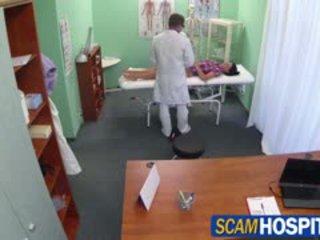 Karstās adela gets doctors liels dzimumloceklis therapy