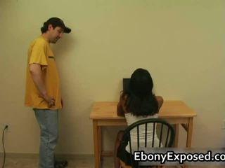 Ebony amateur strips haar spankable