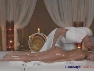 Massage rooms rám nắng beauty takes mỗi inch của cô ấy masseurs chất béo con gà trống
