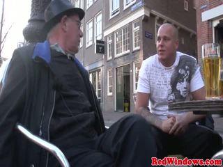 Amsterdam lingerie hoer gets een sperma mondvol