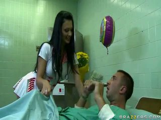 Angel Livecame To Doctor Due To Problem In Her Legs But Fucked Hard