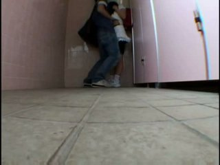 Bata tinedyer molested sa schooltoilet