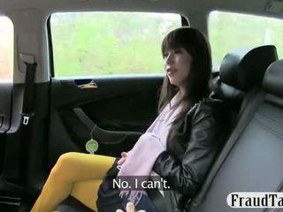 Japānieši tūrists gets uz the nepareizi taxi un has līdz darbs the