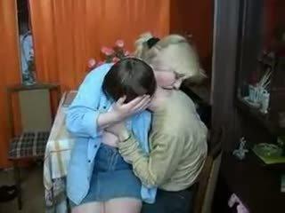 러시아의 엄마 과 소년 having a 한잔