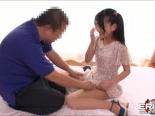 Японська cutie mikako sucks і rides її волохата twat на пеніс