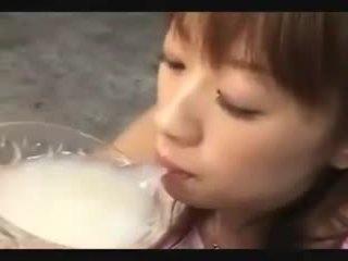 Aziatisch sperma drinkers