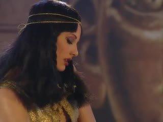 Julia taylor en cleopatra orgie scène