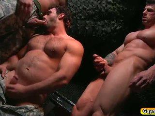 Bunker anale cazzo gay trio