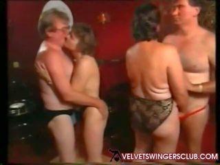 Velvet swingers 俱樂部 奶奶 和 seniors 夜晚 業餘