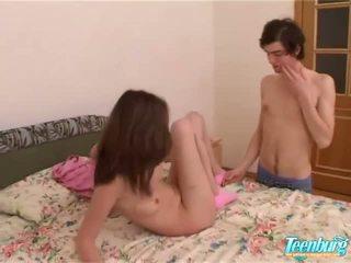 女の子 gets ファック で a 長い スカート 上の カム
