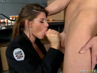 Shagging the гарячі поліцейський коли-небудь madelyn marie в поліція станція