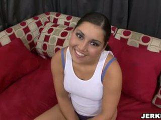 甜 sexually excited emma cummings 表现 离 她的 sporty curves