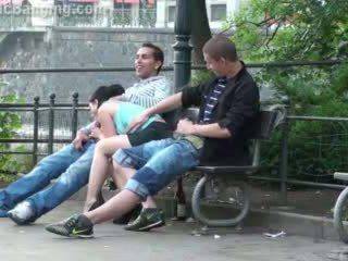 Javno trojček seks na the ulica. super!