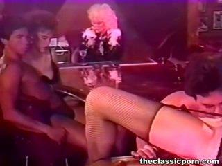 Bigtitted naine bump sisse a öö baar
