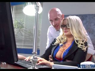 Knull med thick blondin sekreterare, fria porr 41
