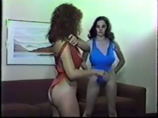 Lesbisch brust kampf