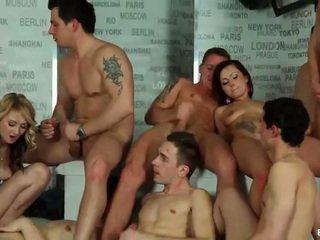 Biseksuale orgji cumshots