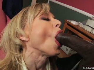Medrasno analno s milf nina hartley