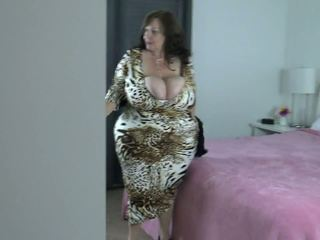 big boobs, big butts, liels dabas krūtis