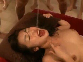 Ragazza cumcovered dopo sesso