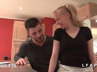Jolie grua më e madhe francaise sodomisee par un jeune technicien dans la cuisine