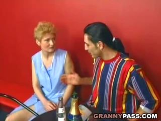 Срамежлив бабичка becomes уличница, безплатно реален бабичка порно порно видео 31