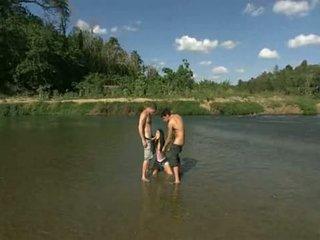 ইউরোপীয় মেয়ে having মজা outdoors