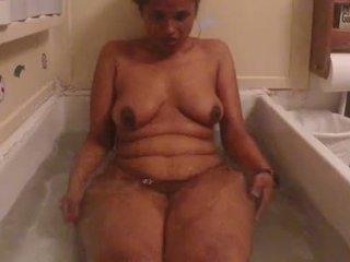 Indiana amadora miúda lily quente duche