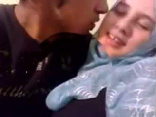 Amatør dubai kåt hijab jente knullet ved hjem - desiscandal.xyz