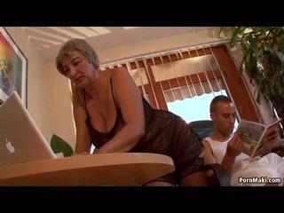 Vollbusig oma wants jung schwanz, kostenlos reif porno video f0