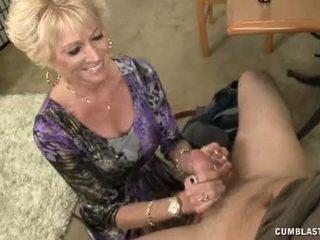 Pusnuogis senelė splattered su sperma