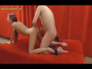 Vājas rūdmataina poses kails ar a stranger: bezmaksas porno 09