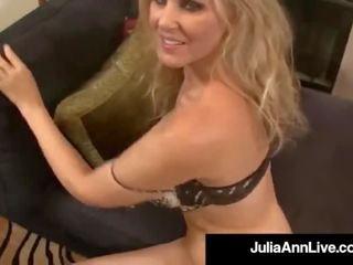 Krūtainas blondīne mammīte julia ann gets viņai pieauguša muff stuffed!