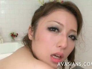 Busty nhật bản mẹ likes nó sâu trong các phòng tắm