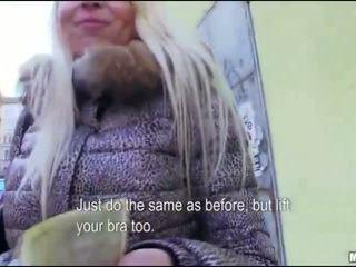 Blondine chick gets extra geld door blowing