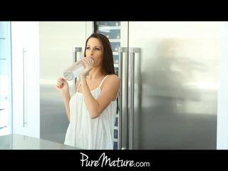 Pure eldre unge mamma craves kuk melk