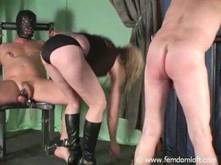 Snapping un locekļa un olu mocīšana
