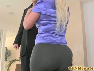 Riietes naine paljaste meestega beib julie raha pov koerapoos