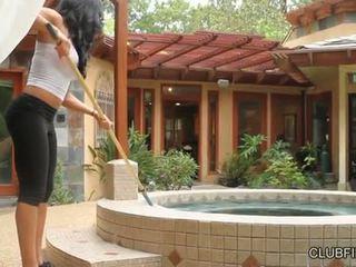 Aaliyah אהבה מזוין על ידי lotus lain s strap ב