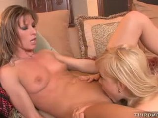 Horny Ariel Carmine EnpLeasures A Warm Lick On This Chabr Hot Snatch Until Sthis Chab Juices Out