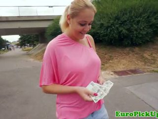Euro amateur flashes her bigtits for cash