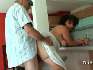 Tyňkyja young fransuz arab fucked by old man papy ýalaňaja seredýän