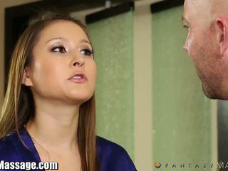 Nuru massaggio membro fantasy caldi mamma gets oliata e facialed