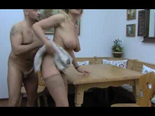 Pirang huge-boobs-granny silit taken