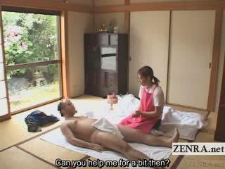 Subtitled bekläs kvinnlig naken hane japanska caregiver elderly människa avrunkning