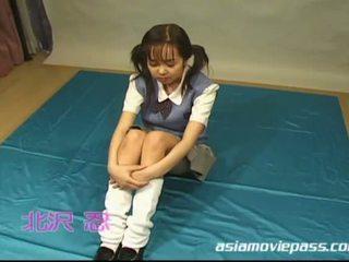 Jepang pelajar putri enjoys ejakulasi rame-rame dengan kesenangan