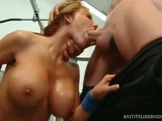 Nikki sexxx wraps lips em torno de gorda caralho getting throat fodido fundo