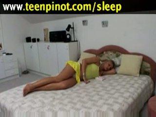 金發 孩兒 性交 而 睡眠 在 一 旅館 室